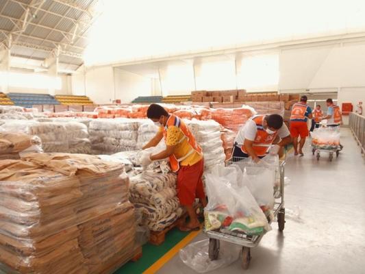 Entrega de cestas básicas para beneficiários do Bolsa Família começa amanhã