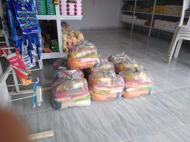 Presidente da câmara reveste seu salário em cestas básicas