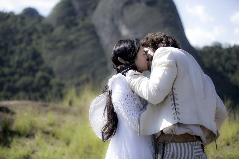 Novo Mundo: Pedro beija Anna à força