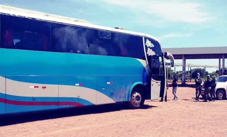 Polícia apreende ônibus clandestino com passageiros vindo de São Paulo