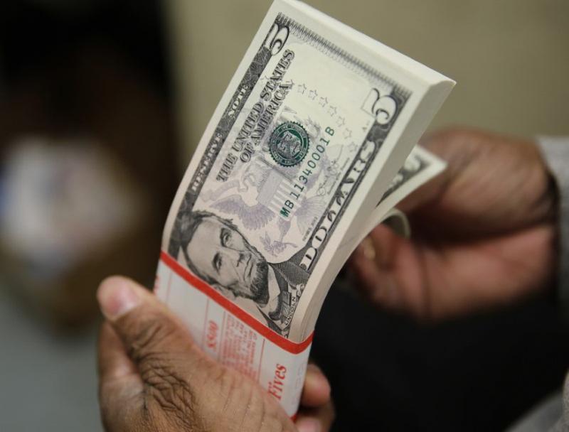 Dólar abre em leve queda, mas se mantém em patamar de R$ 5,20