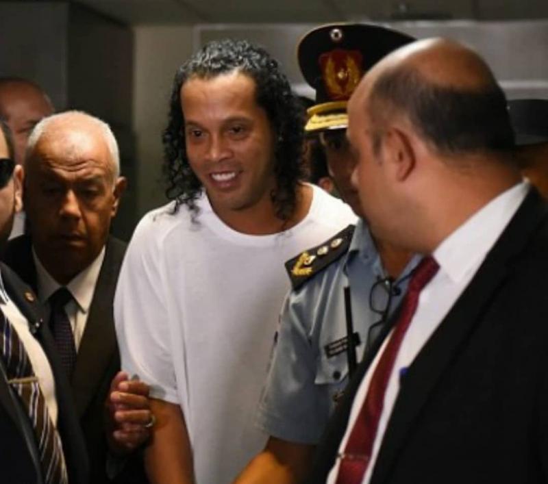 Entenda situação de Ronaldinho Gaúcho após pagar fiança