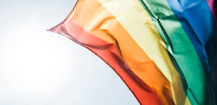 5 maneiras de ajudar um LGBT durante a quarentena do coronavírus
