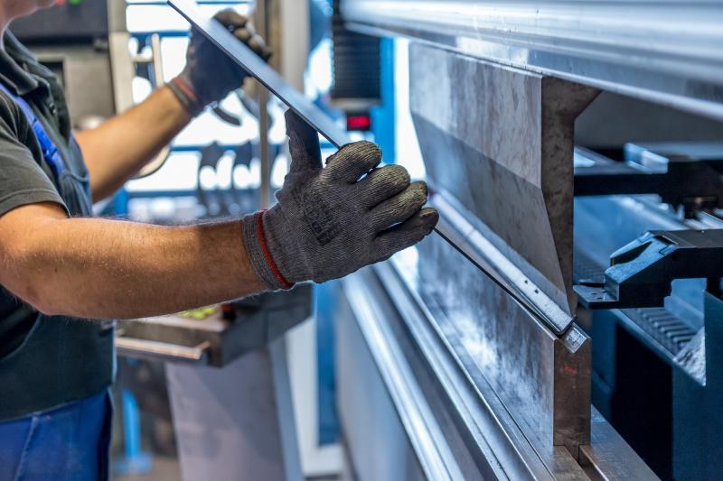 Setor industrial propõe redução da mão de obra e de expediente