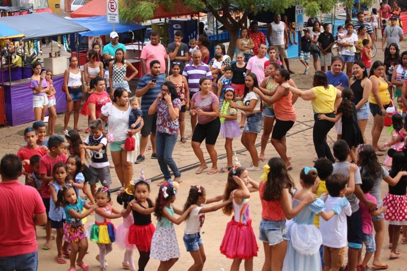 Carnaval de Altos nesse domingo teve bloquinho infantil e atrações regionais