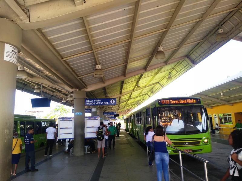 Decreto suspende passe estudantil no transporte público