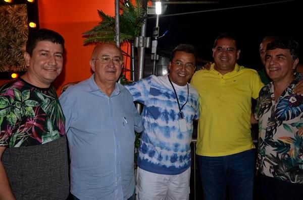 Presidente da AMPAR prefeito Júnior Carvalho e deputados prestigiam carnaval em Água Branca