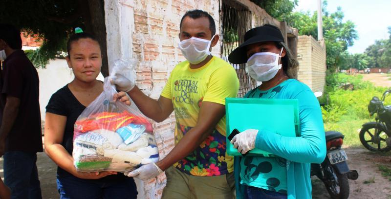 Veja como foi o 2° dia de distribuição de cestas básica em São J do Arraial