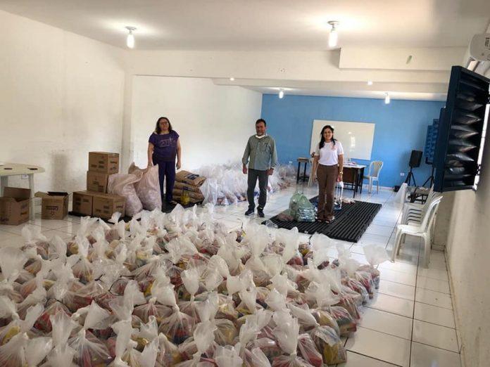 Prefeitura de Oeiras distribui kits de alimentação escolar para alunos