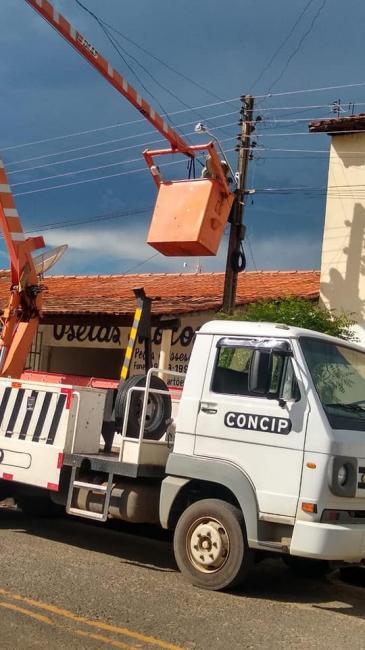 Prefeitura de Água Branca faz manutenção preventiva da iluminação pública