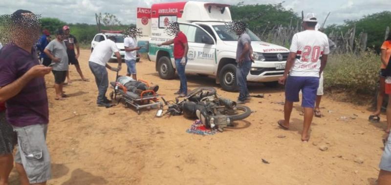 Colisão entre motocicletas deixa duas pessoas feridas