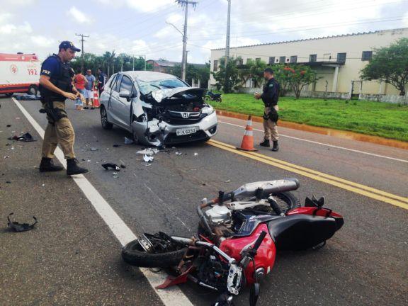 Motociclista morre após colidir em carro de passeio na BR 343
