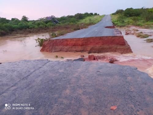 Trecho da PI 459 rompe após fortes chuvas