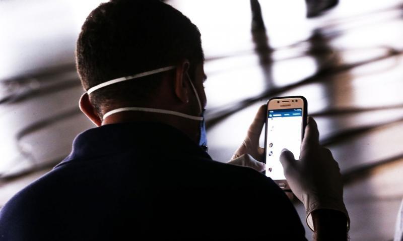 Apple e Google vão rastrear pessoas para combater pandemia