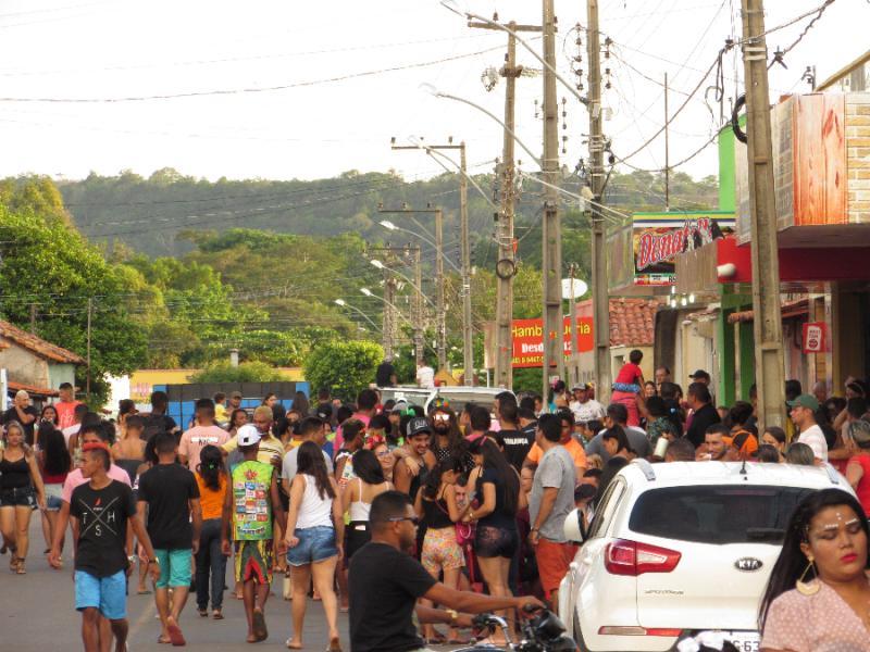 Corso de Altos reúne multidão de foliões na terça de carnaval