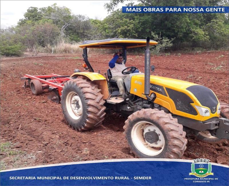 Prefeitura de Corrente adquire 3 novos tratores e implementos agrícolas