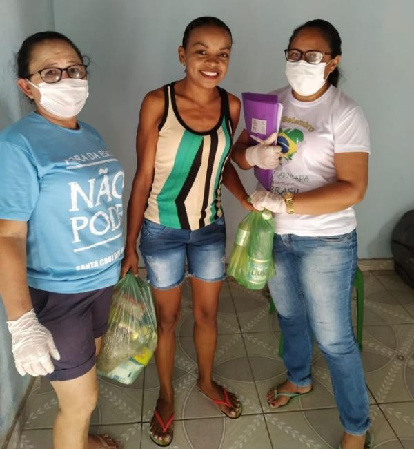 Prefeitura de Sta Cruz dos Milagres realiza entrega de kits de alimentação
