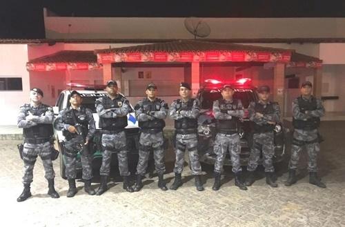 Polícia apreende ônibus clandestino que vinha de SP para Canto do Buriti