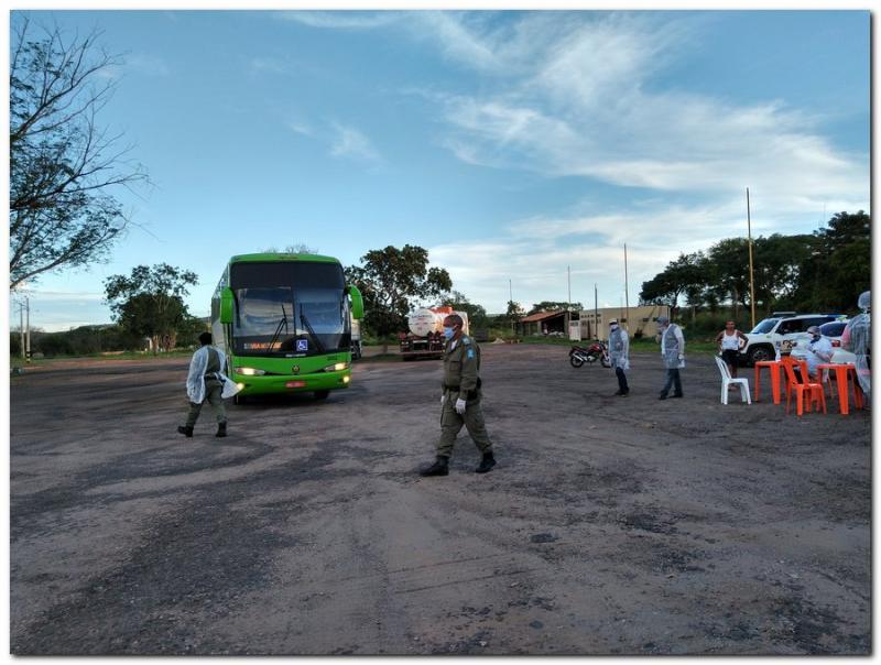 Mais um ônibus foi abordado pela equipe da saúde na tarde dessa segunda