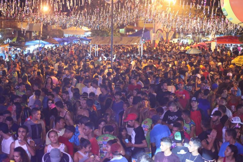 Bloco das Virgens e shows musicais encerraram programação do Carnaval de Altos