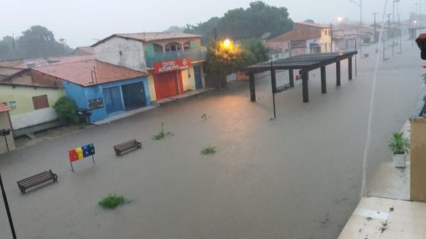 Chuva alaga casas e destrói lavouras no interior do Piauí