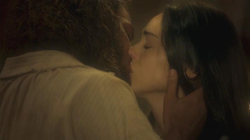 Novo Mundo: Anna beija Joaquim antes de se casar com Thomas