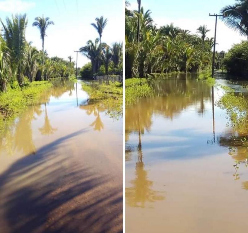 Estrada fica completamente alagada após forte chuva em São João do Arraial