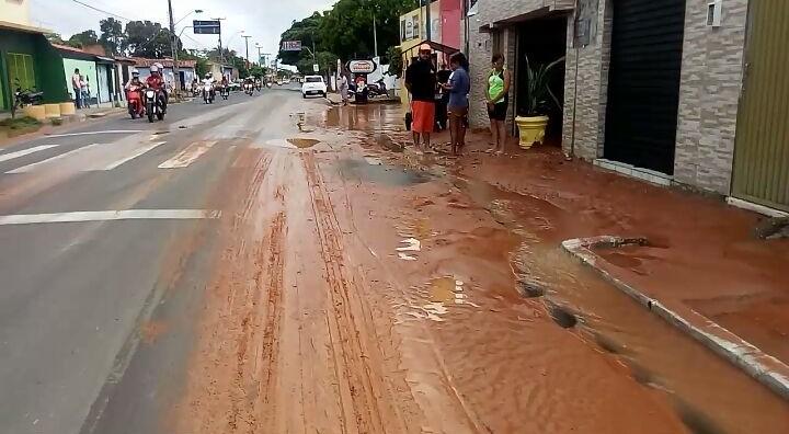 Vazamento em adutora prejudica moradores da zona norte de Teresina