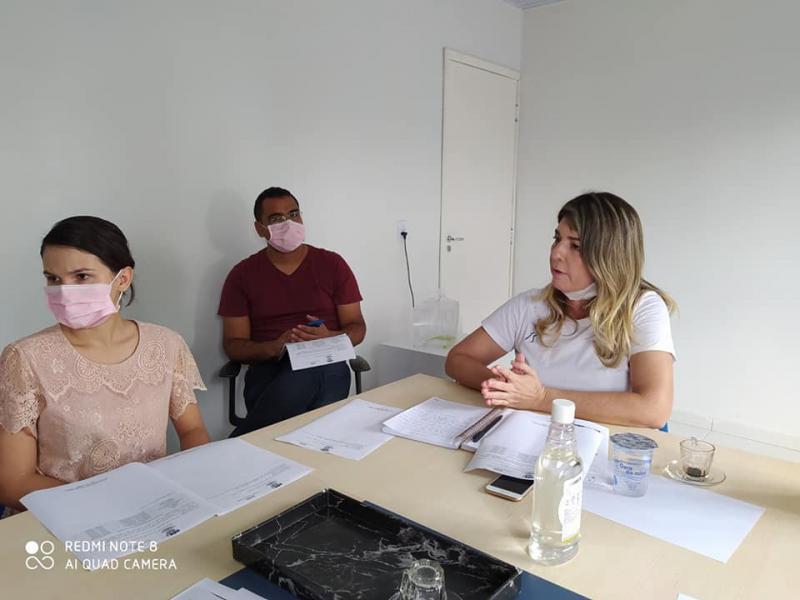 Secretária Mun. da Saúde, Ivanara Brandão, em reunião com o Comitê COVID-19 de Demerval Lobão