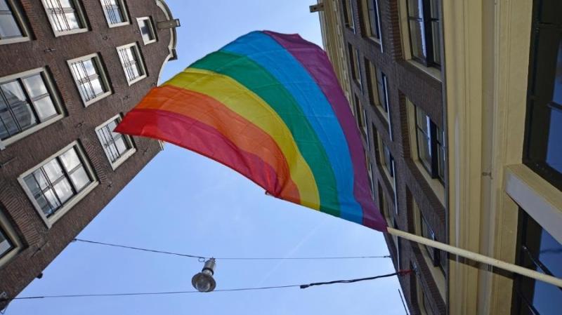 Itália libera visitas a parentes e gera polêmica na comunidade LGBT