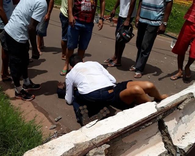 Mulher morre após ser atingida por um  poste