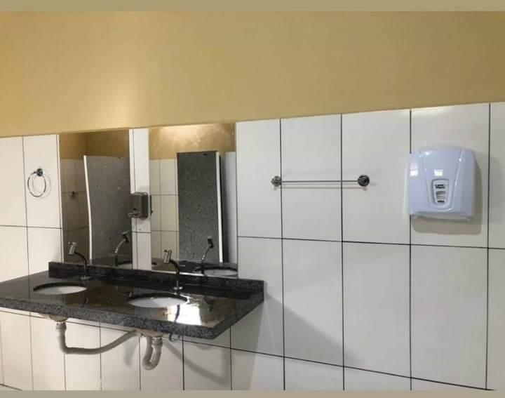 Capitão de Campos: prefeito entrega moderno banheiro público