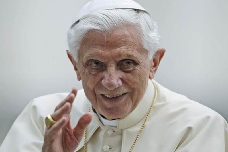 Ex-papa é criticado após comparar casamento LGBT ao 'anticristo'