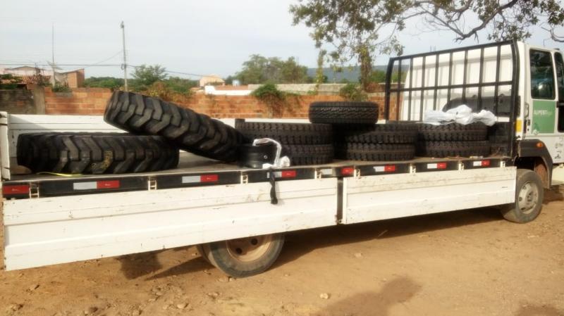 Prefeitura de Colônia do Gurgueia renova estoque de pneus da frota