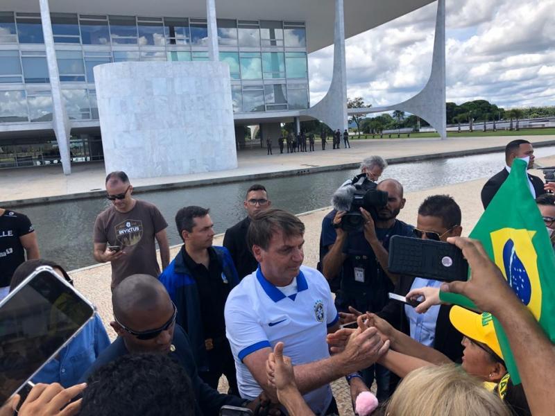 Bolsonaro: 'país não está em crise ainda graças aos R$ 600'