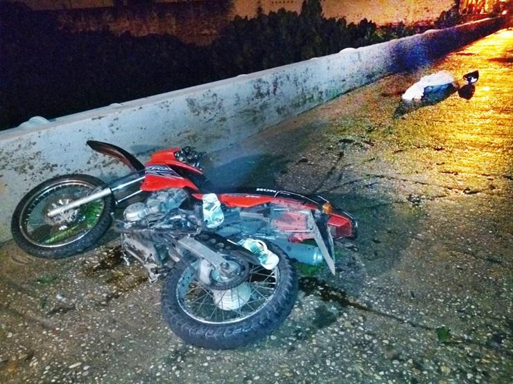 Jovem morre ao colidir moto contra proteção de ponte no Piauí
