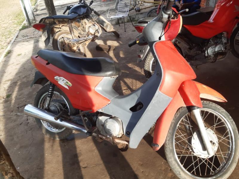 Polícia apreende moto com registro de roubo ou furto em São João do Arraial