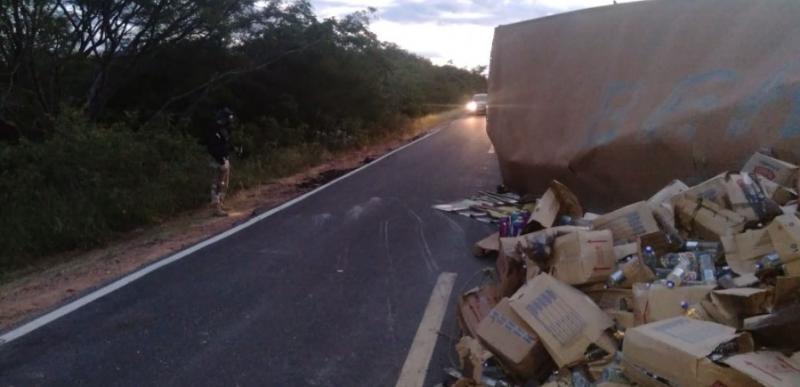Motorista é preso após dirigir alcoolizado e tombar carreta no Piauí