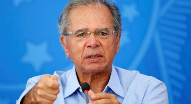 Em live, Guedes diz que '200 milhões de trouxas' são explorados por bancos