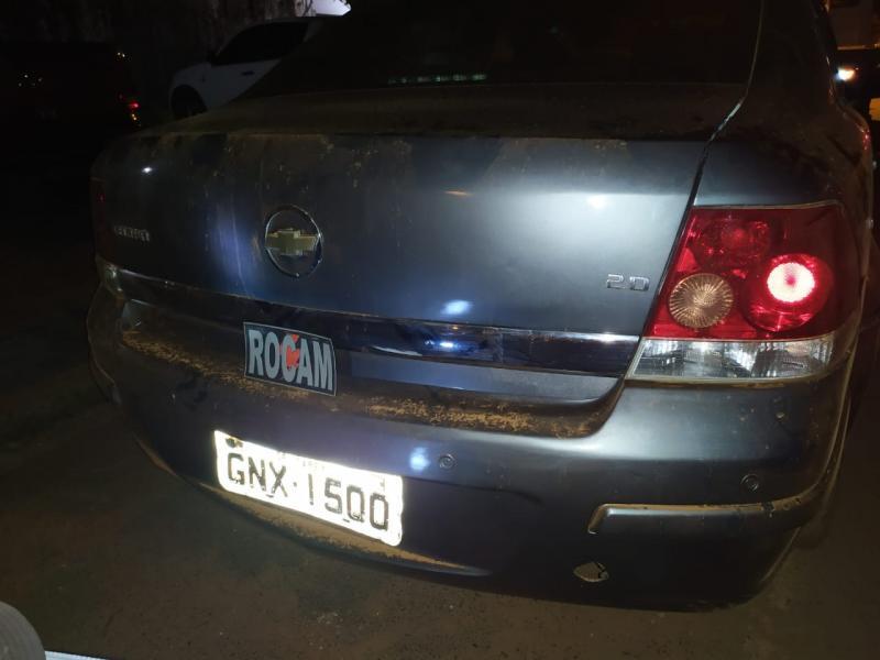 PM apreende carro com restrição de roubo/ furto após denuncia por violência
