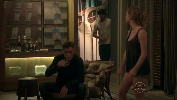 Totalmente Demais: Eliza tenta despistar Arthur para Jonatas sair escondido
