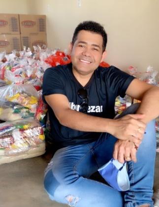 Batista Lima arrecada várias cestas básicas em live do Dia das Mães