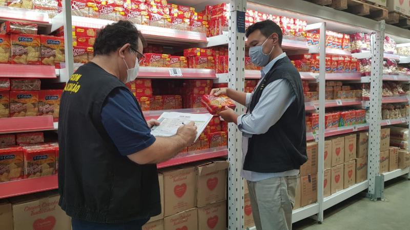 Procon fiscaliza preços de itens da cesta básica em Teresina