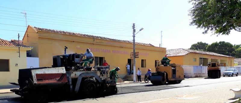 Empresa refaz asfalto em Joaquim Pires
