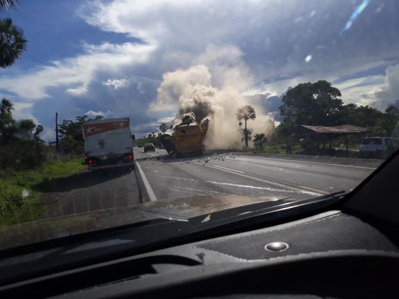 Assaltantes explodem carro forte na BR-343, entre Altos e Campo Maior