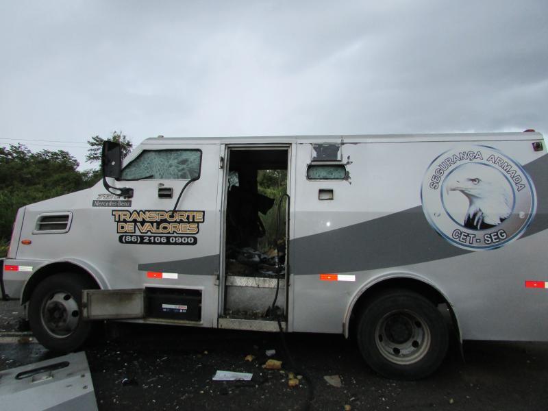 Bandidos explodem carro-forte na BR-343 no povoado estaca zero Município de Lagoinha do Piaui