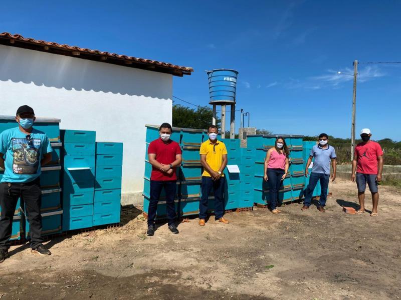 Associação de Malhada Grande recebe 105 colmeias do projeto viva semi árido