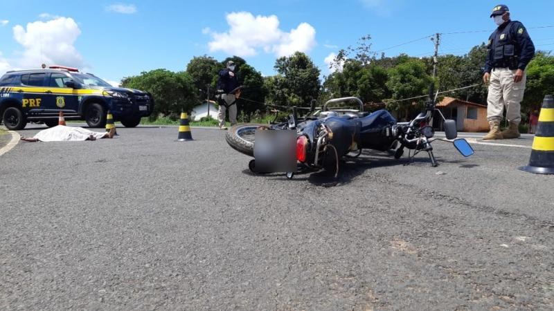 Homem morre em colisão entre caminhonete e moto na BR-343