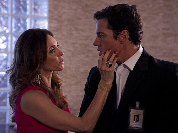 Fina Estampa: Tereza Cristina humilha Ferdinand, e Antenor dá golpe em mãe