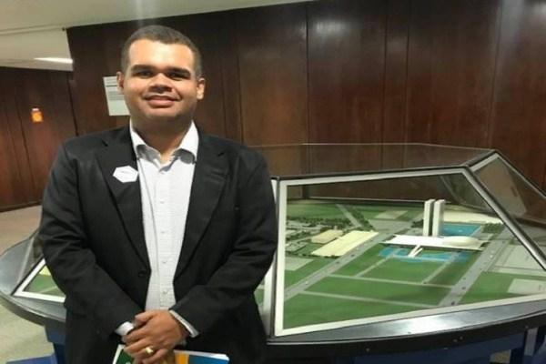 O advogado, que é pré-cadidato ao legislativo timonense pelo PCdoB, protocolou uma minuta de lei junto a Câmara Municipal de Timon nesta segunda(18).